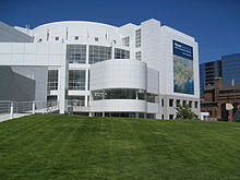 220px-High_Museum_of_Art_in_Atlanta.jpg